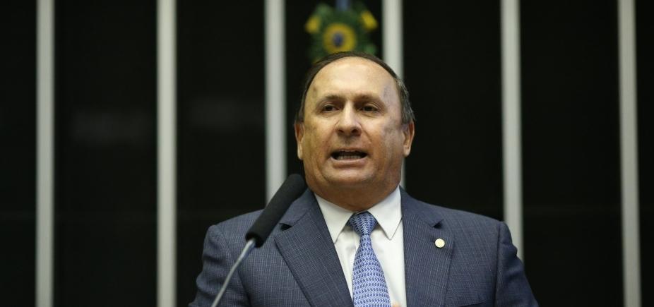 [Gualberto diz que Rui Costa ʹdeveria ter vergonha de cooptarʹ prefeitos]