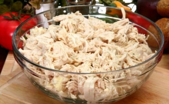 Anvisa proíbe venda de frango desfiado por conter bactéria perigosa