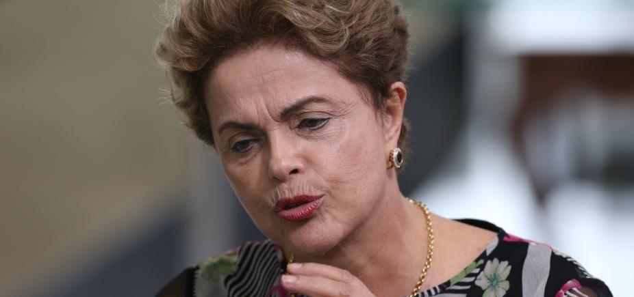 [Com Pimentel ameaçado de impeachment, Dilma rechaça se candidatar ]
