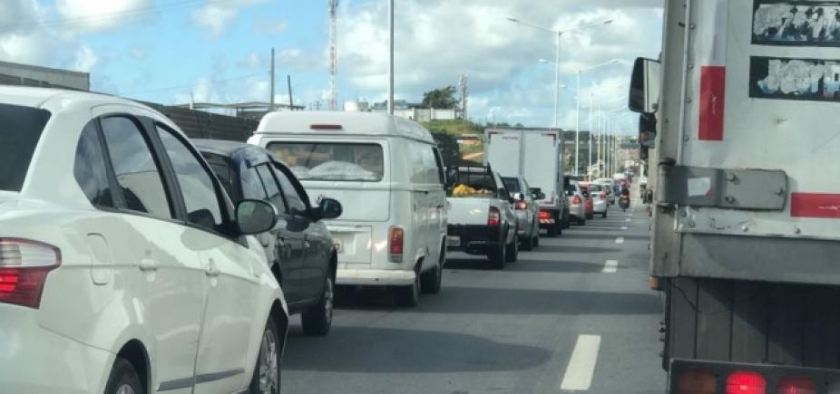 [Congestionamento afeta Paralela e BR-324 ]