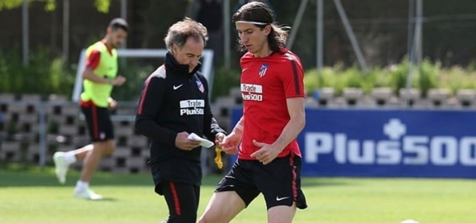 [Filipe Luís volta a treinar com bola 43 dias depois de fratura]