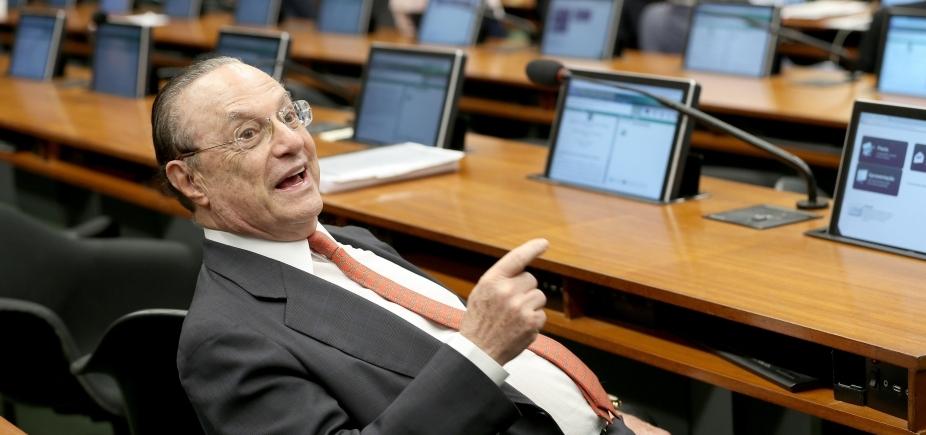 [Maluf recebe alta e segue para prisão domiciliar em São Paulo]