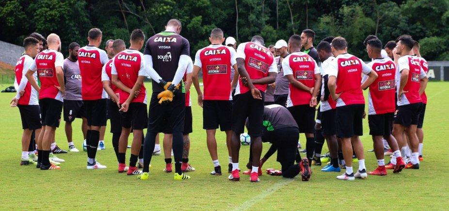 [Vitória relaciona 23 jogadores para duelo com o Fluminense]