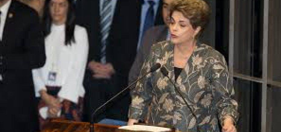 [Dilma e Barroso viajaram lado a lado na primeira classe de voo para Londres ]