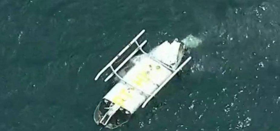 [Helicóptero cai no mar da Barra da Tijuca, no Rio de Janeiro]