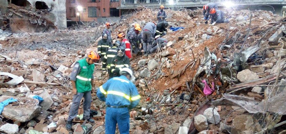 [Bombeiros encontram novos restos mortais em escombros de prédio em São Paulo]
