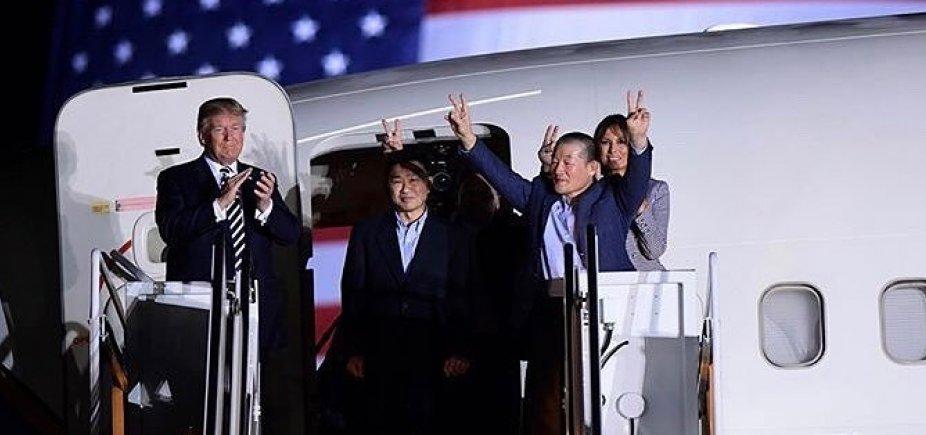 [Americanos libertados da Coreia do Norte chegam aos EUA]