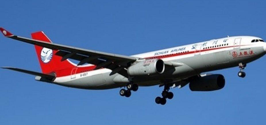 [Copiloto é parcialmente sugado depois de para-brisa de avião quebrar na China]