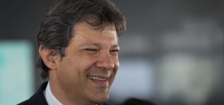 [Haddad visita Lula na prisão pela primeira vez hoje]