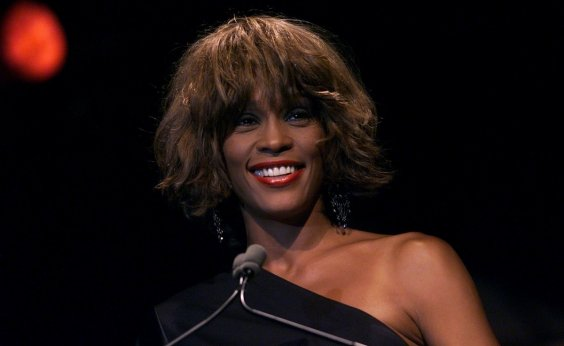 [Tia abusou sexualmente de Whitney Houston, denuncia filme]