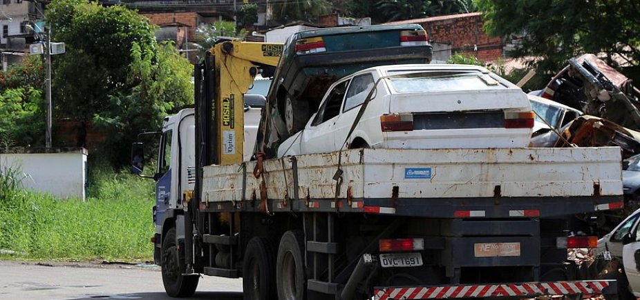 [Trinta e seis sucatas de carros são removidas das ruas em um dia, diz Semop]