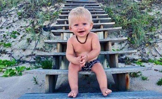 [Karina Bacchi publica foto fofa do filho: 'Meu gatinho da lagoa azul']
