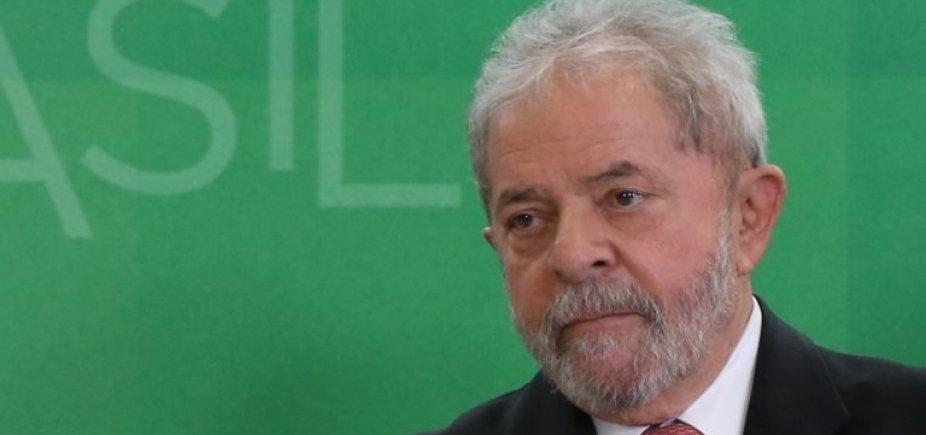 [Lula prepara na prisão manifesto para lançamento de candidatura ao Planalto]