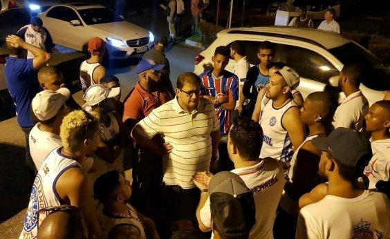[Torcida invade treino e protesta contra má fase do Bahia; clube condena 'constrangimento']