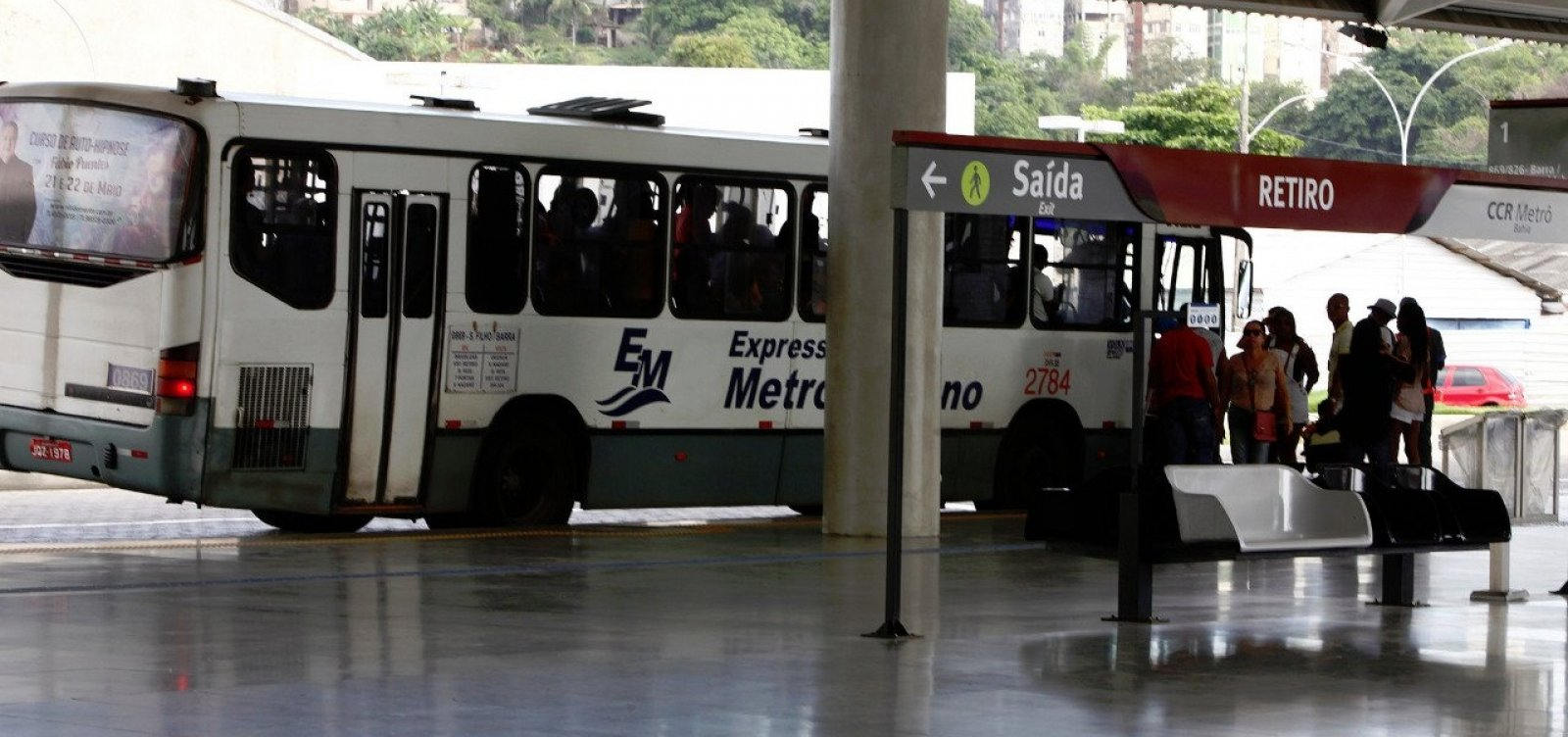 [Ônibus do transporte metropolitano também estão parados, diz categoria]