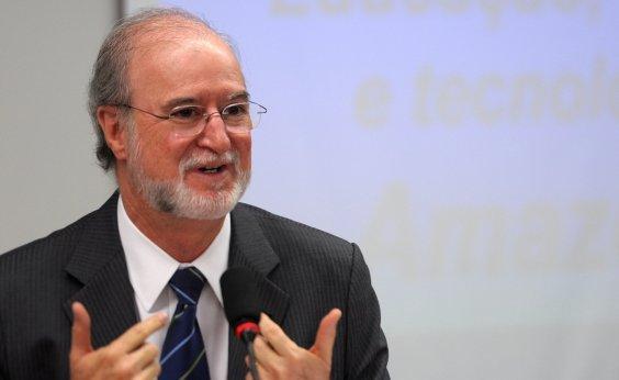 [ Ex-governador Azeredo é considerado foragido pela Polícia Civil de MG]
