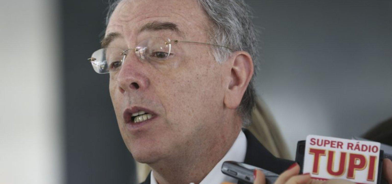 [ Senadores da base cobram saída do presidente da Petrobras]