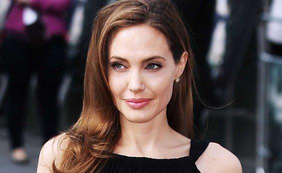 [Angelina Jolie está proibida de sair dos EUA com os filhos até o fim do divórcio]