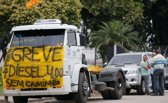 [Militares são autorizados a dirigir caminhões para fora de estradas durante greve]