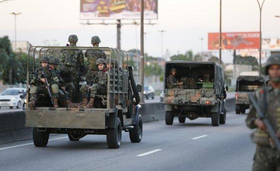 [Militares se preocupam com estoque de combustível para atuar contra grevistas]