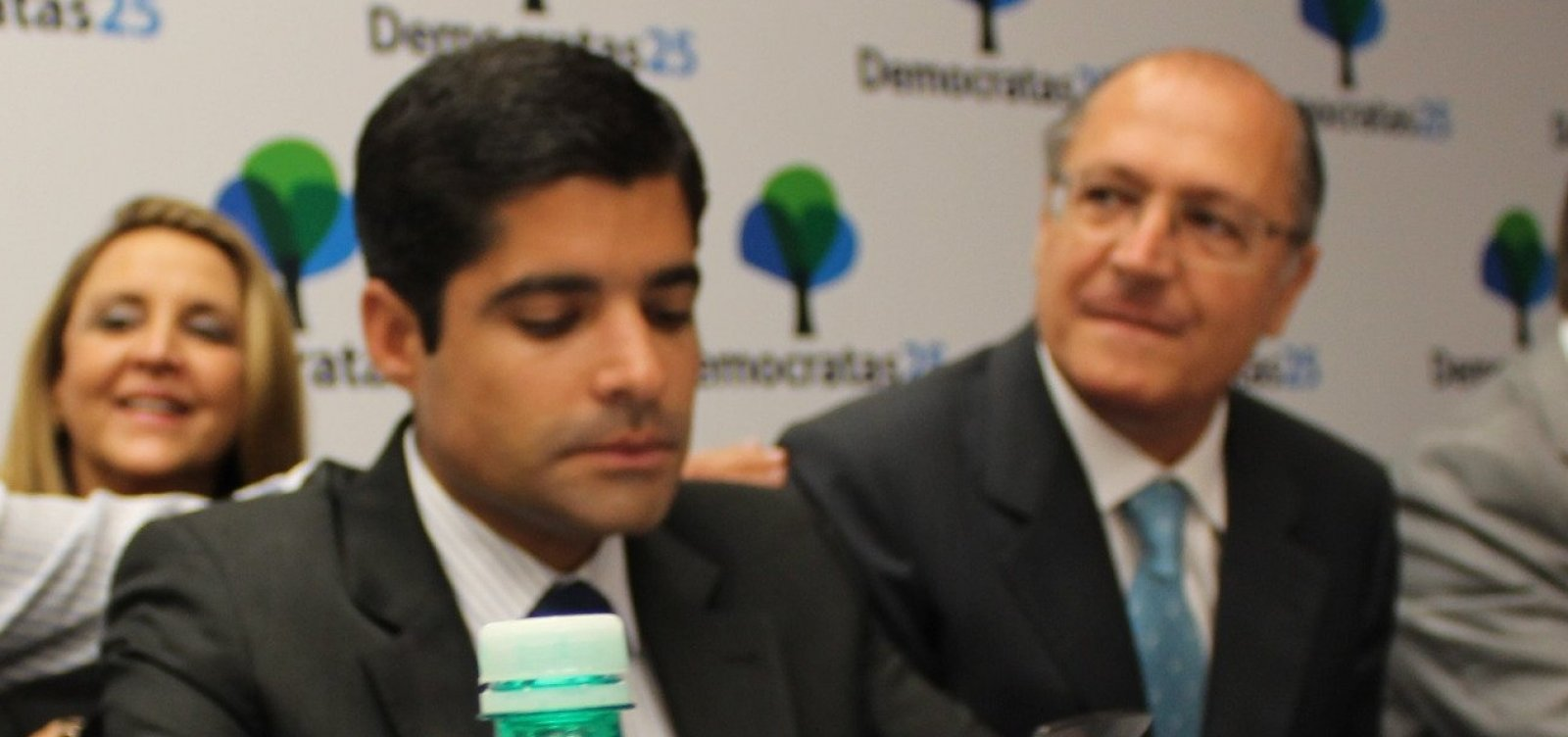 [Neto viaja ao exterior, deixa Alckmin órfão e aliados protestam por 'falta de empenho' pró-Zé Ronaldo]