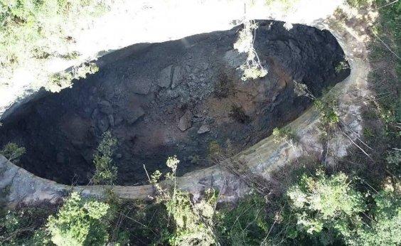 [Cratera gigante surge perto de vila de Vera Cruz]