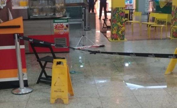 [Princípio de incêndio em shopping ativa sistema de emergência e causa alagamentos]