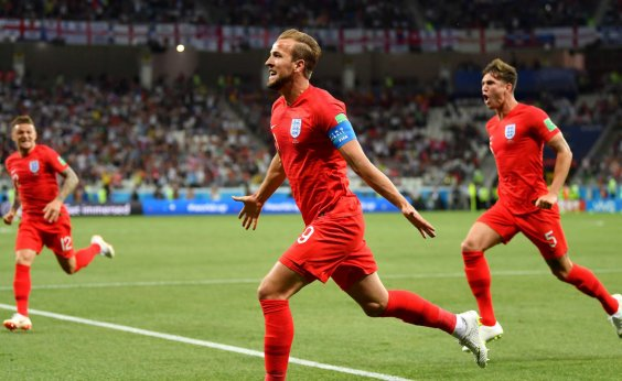 [Inglaterra vence Tunísia por 2 a 1 nos acréscimos]