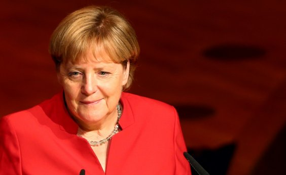 [Ministro alemão ameaça fechar fronteiras caso UE não feche acordo migratório]