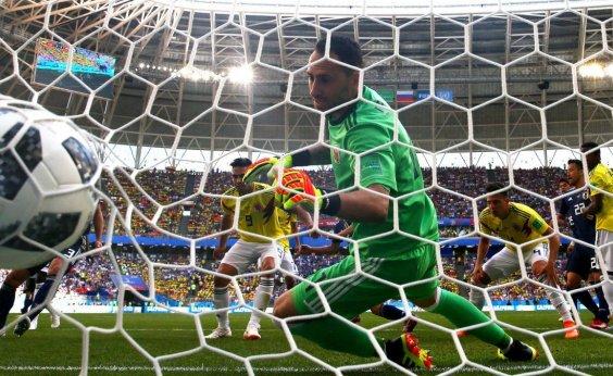 [Com 2ª expulsão mais rápida da história, Colômbia perde do Japão por 2 a 1]