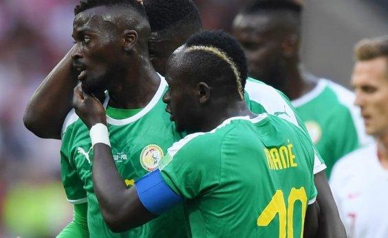 [Primeira seleção da África a vencer na Copa, Senegal bate a Polônia por 2 a 1]