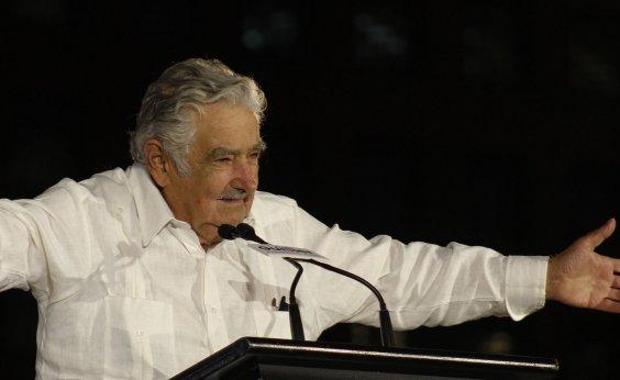[Mujica vai tentar visitar Lula na cadeia]