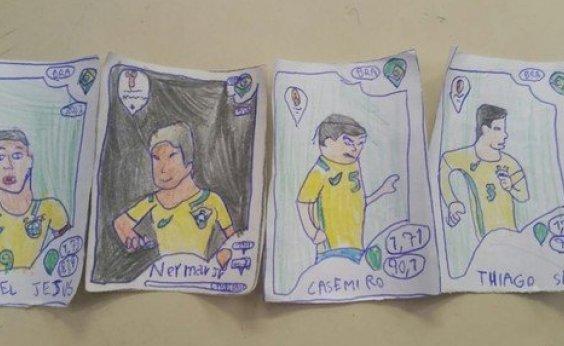 [Sem dinheiro, menino pinta as próprias figurinhas da Copa do Mundo]