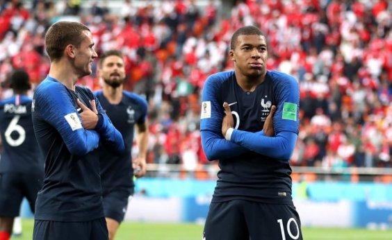 [França vence, elimina Peru e garante classificação às oitavas de final]