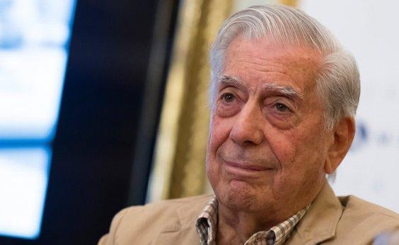 [Mario Vargas Llosa é internado após sofrer queda]