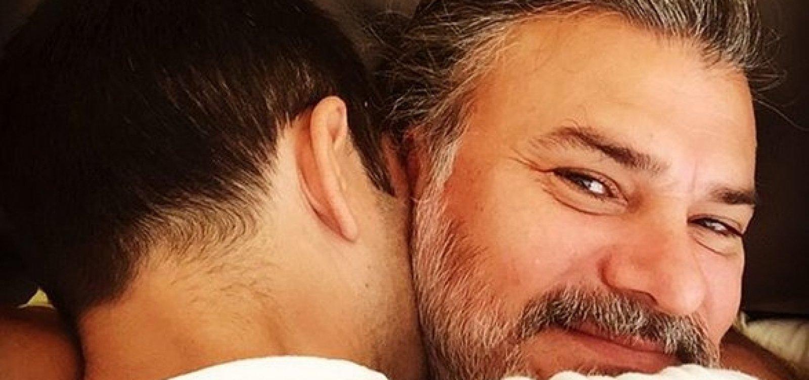[Leonardo Vieira casa com namorado e exibe alianças no Instagram: 'Nosso amor nos uniu']