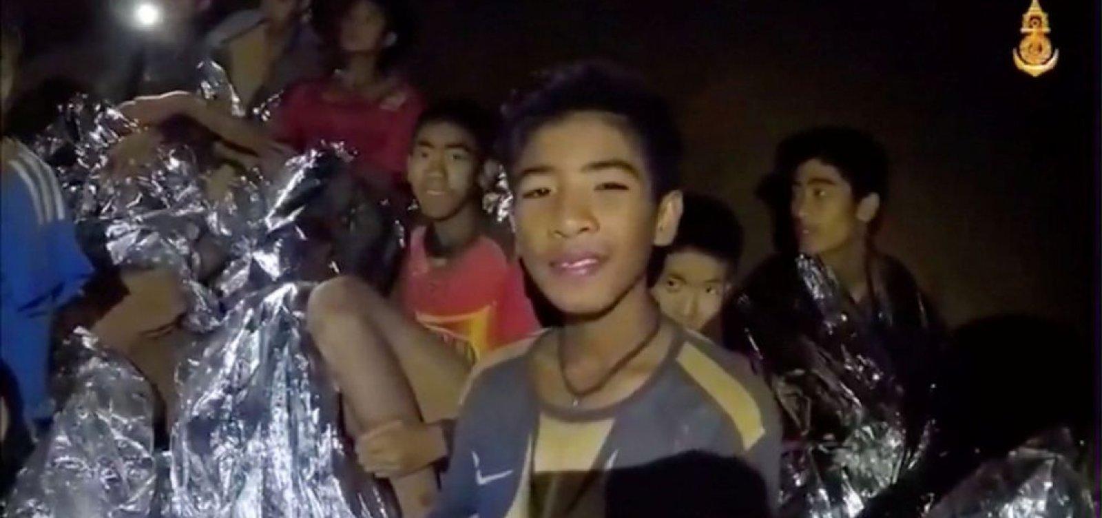 [Recomeça na Tailândia trabalho de resgate de jovens presos em caverna]