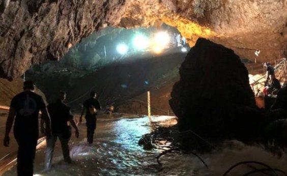 [Dois cineastas planejam filmar resgate dos 13 tailandeses presos em uma caverna]