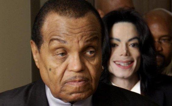 [Médico afirma que Michael Jackson teve voz 'quimicamente castrada' pelo pai]