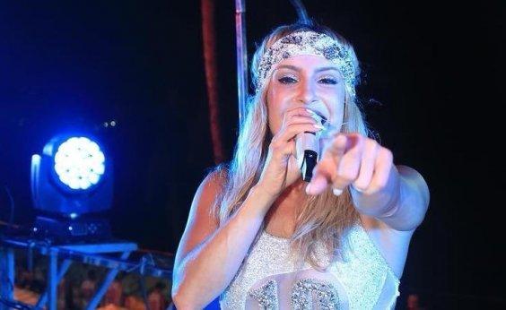 [Claudia Leitte revela que passou por cirurgia após descobrir nódulo nas cordas vocais]