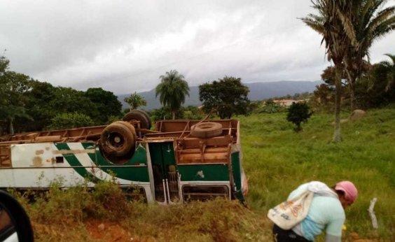 [Batida entre ônibus e moto mata duas pessoas em rodovia no trecho de Pindobaçu]