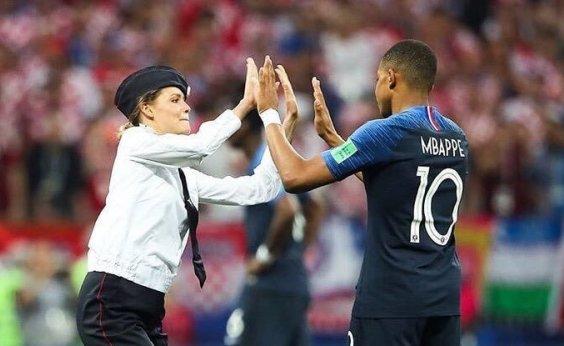 [Grupo de feministas assume invasão de campo durante final da Copa na Rússia]