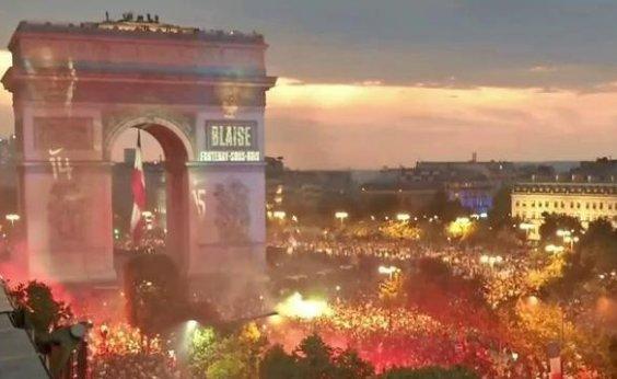 [Paris vive dia de festa após título mundial; polícia registra atos de vandalismo]