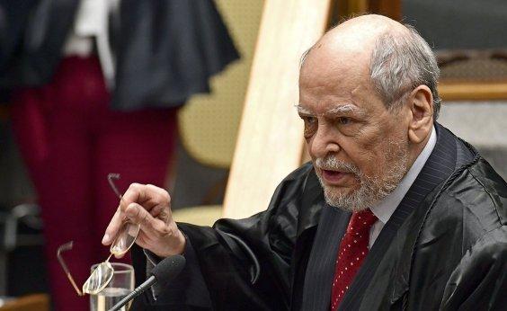 [Ex-presidente do STF terá reunião com Lula para decidir se continua em defesa do petista]