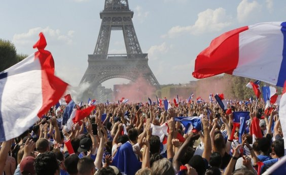 [Festa do título da França tem dois mortos e quase 300 detidos]