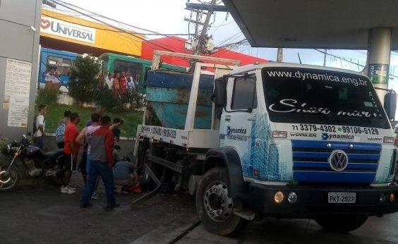 [Acidente com caminhão deixa um morto e seis feridos]