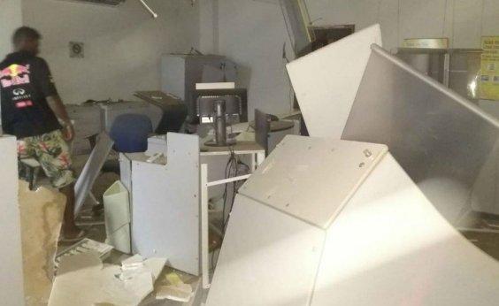[Criminosos explodem agências bancárias em Serra Dourada]
