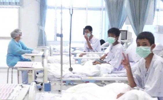 [Meninos resgatados de caverna na Tailândia dão primeira entrevista hoje]