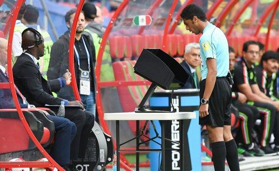 ['Extremamente satisfeita', diz Fifa sobre árbitro de vídeo na Copa]