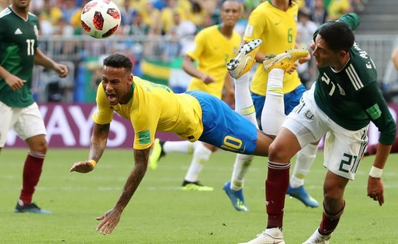 [Após quedas na Copa, Neymar diz ver exagero em críticas]
